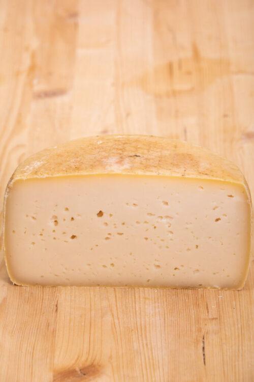 Formaggio Montecristo a latte crudo